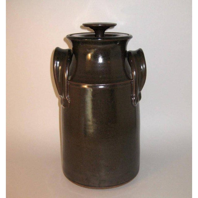 1973 studio pottery lidded stoneware canister jar by Oregon artist Fred Hamann. Signed by the artist on the underside.
