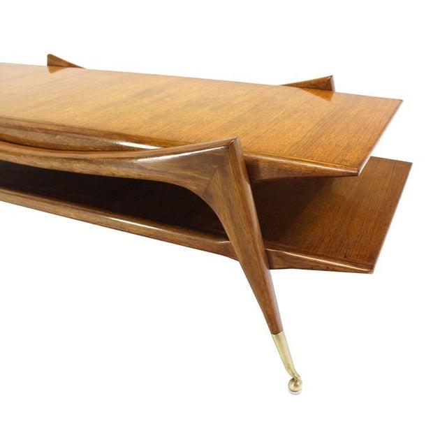 Very nice sculptural design base Mid-Century Modern coffee table on metal ball shape feet.