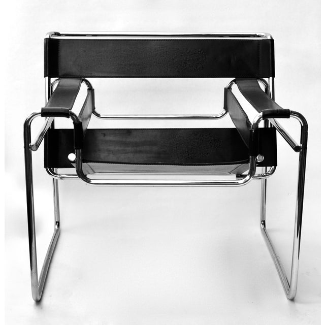 A 1970s original Marcel Breuer Wassily chrome tubular and leather strap lounge chair by Knoll. It has some minor wear but...