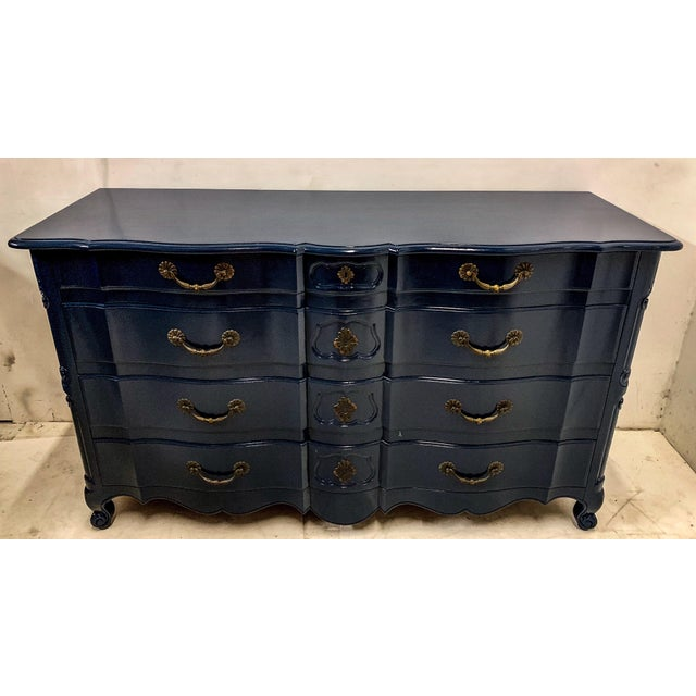 1950s Navy Lacquered John Widdicomb French Style Chest For Sale - Image 5 of 12