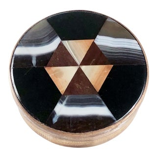Antique Round Plaid Scottish Victorian Inlaid Banded Agate Chalcedony Snuff Box For Sale