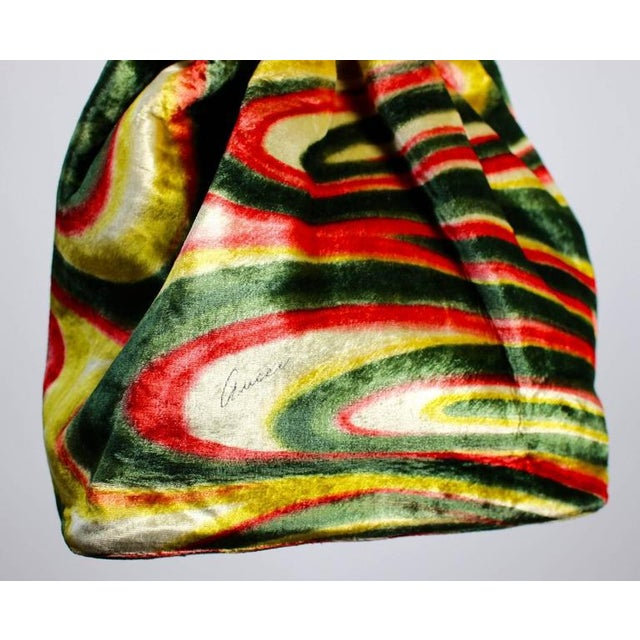 87f0acaf86b4 Fw 1999 Gucci by Tom Ford Runway Psychedelic Swirl Silk Velvet Hoop Bucket  Bag For Sale