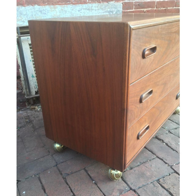 1960s 1960s Vintage Jack Cartwright for Founders Walnut Bachelor's Chest For Sale - Image 5 of 8