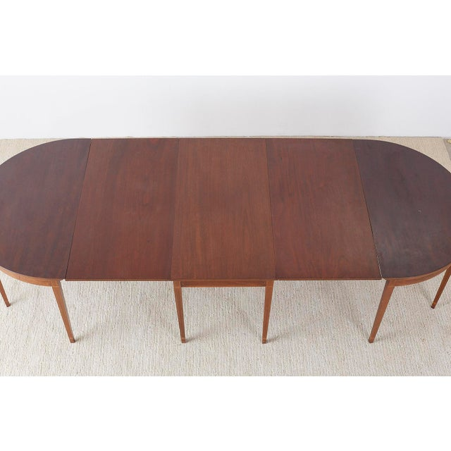 Federal American Hepplewhite Style Mahogany Banquet Dining Table For Sale - Image 3 of 13