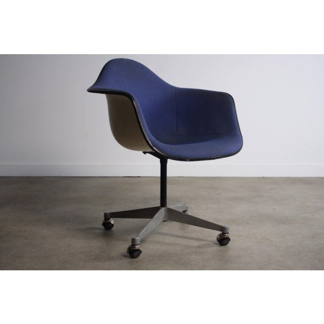 Classic Mid Century Modern Charles Eames Chair for Herman Miller Eames side chair from the aluminum pedestal line....