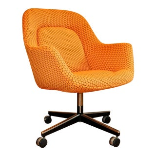 1960s Mid-Century Modern Knoll International Orange Swiveling Desk Chair For Sale