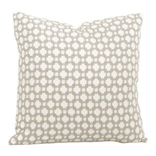 "20"" X 20"" Schumacher Betwixt in Stone & White Decorative Pillow Cover For Sale"