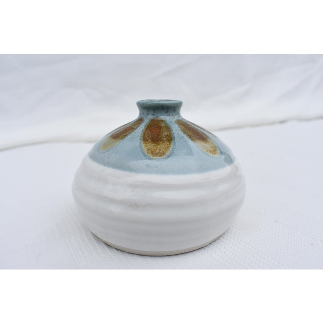 American Classical 1970s American Classical Porcelain Flower Bud Vase For Sale - Image 3 of 4