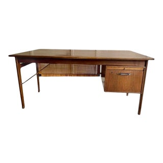 Vintage Mid-Century Modern Executive Desk With Slide Out Tray and One Drawer For Sale