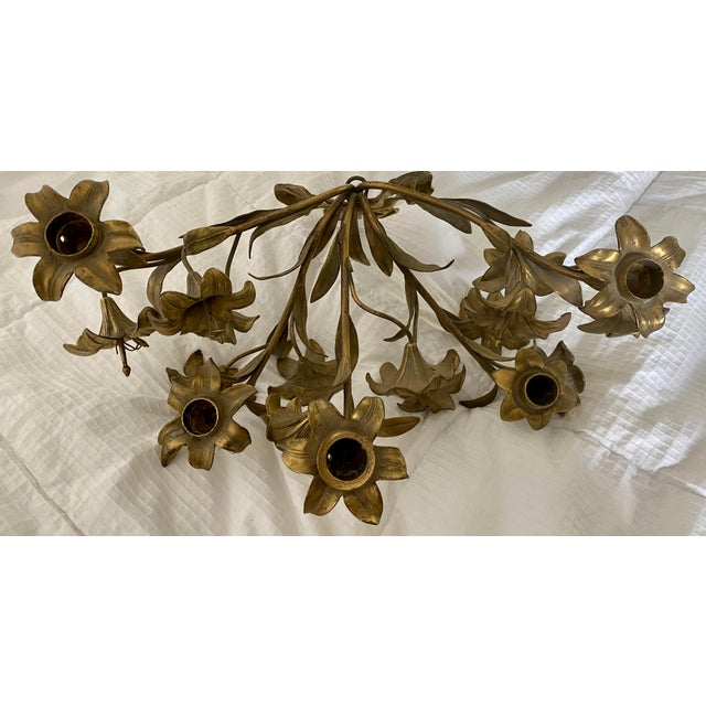 Shabby Chic 1950s Vintage Hollywood Regency Lily Brass Wall Sconce Candelabra For Sale - Image 3 of 5