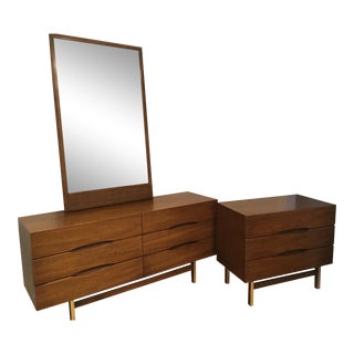 Mid Century Modern American of Martinsville Dresser & Mirror Set For Sale