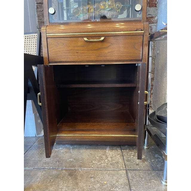 1970s Thomasville Oak and Brass Light Up Display Cabinet For Sale - Image 5 of 12