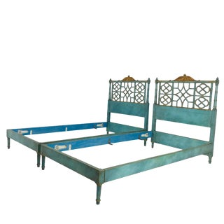 Pair of Twin Chinoiserie Pagoda Beds by Kittinger For Sale
