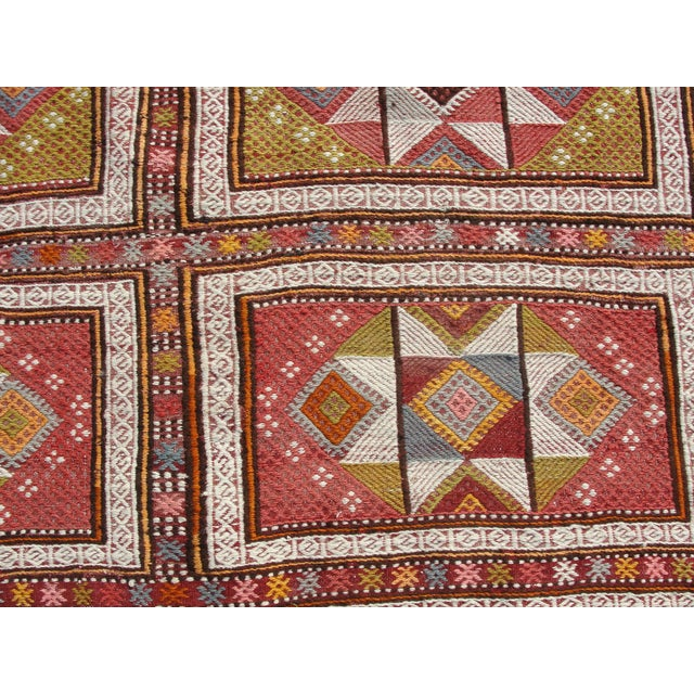 "Textile Vintage Turkish Kilim Rug - 65.5′″ × 97"" For Sale - Image 7 of 13"