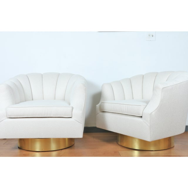 Milo Baughman Milo Baughman Attributed Pair of Swivel Chairs For Sale - Image 4 of 13