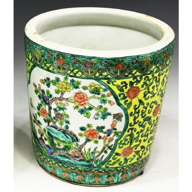 Chinoiserie Yellow Porcelain Pot Accented With Green Foliate and Floral Motifs For Sale In Denver - Image 6 of 9