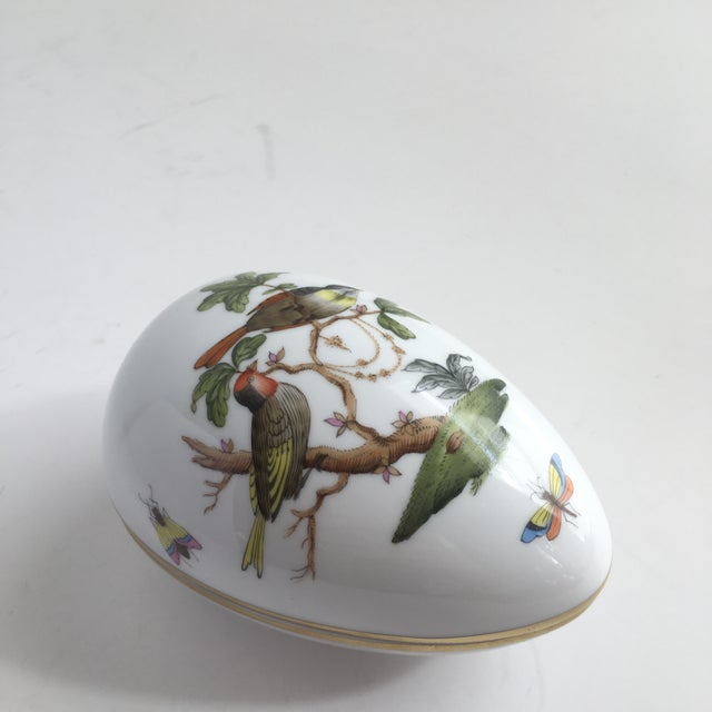 Art Deco Vintage Herend Rothschild Hand Painted Birds & Butterfly's Egg Trinket Box For Sale - Image 3 of 10