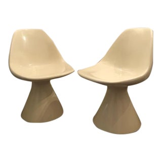Mid-Century Modern 1960s White Fiberglass Bucket Pod Chairs - a Pair