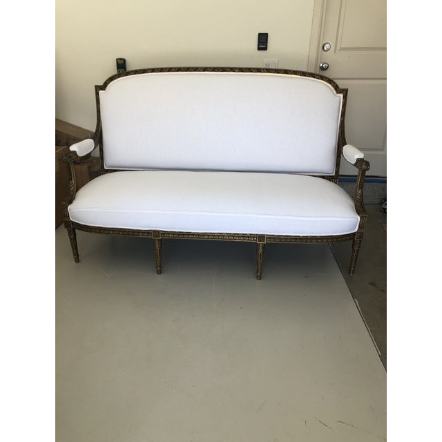 White Late 18th Century French Louis XVI Style Carved Settee For Sale - Image 8 of 8