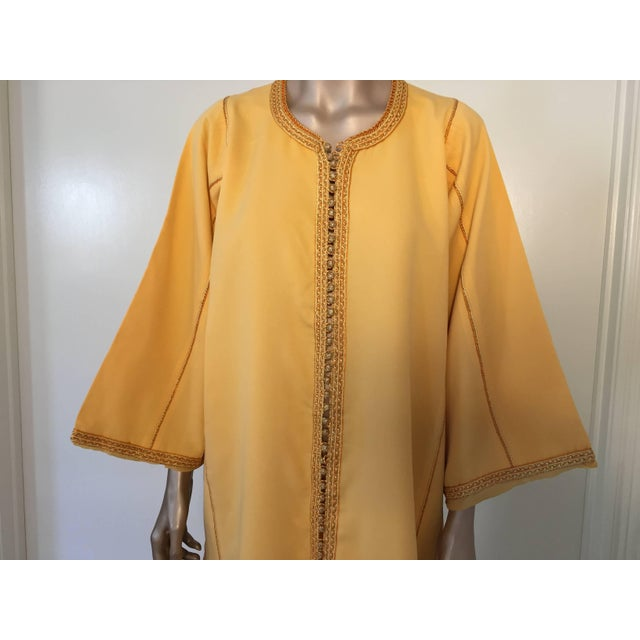 Moroccan Vintage Yellow Gold Caftan For Sale In Los Angeles - Image 6 of 10