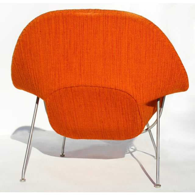 Mid 20th Century Eero Saarinen Womb Chair With Original Upholstery and Steel Frame For Sale - Image 5 of 12