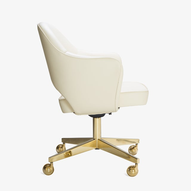 Bauhaus Saarinen Executive Arm Chairs in Crème Leather, Swivel Base, 24k Gold Edition For Sale - Image 3 of 8