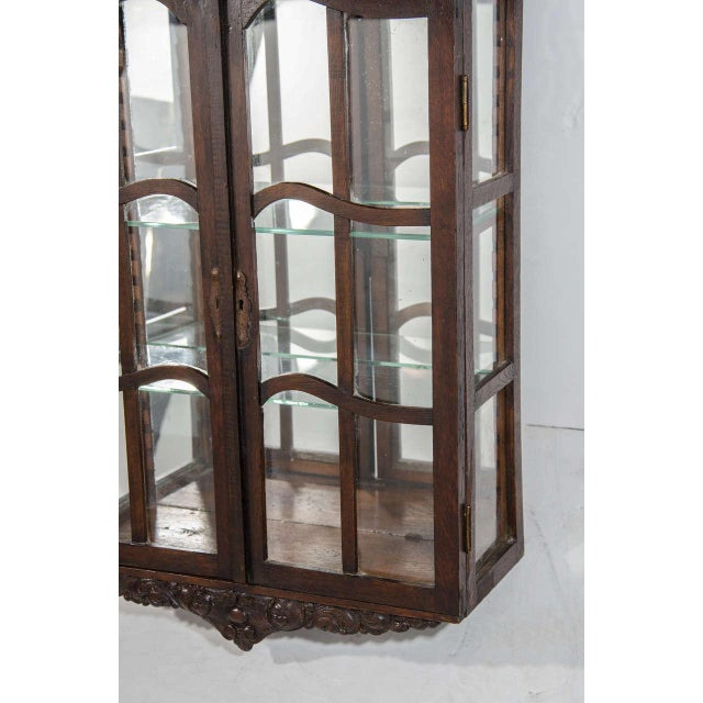 Victorian Antique Curio Cabinet with Hand Carved Wood Designs For Sale -  Image 4 of 8 - Excellent Victorian Antique Curio Cabinet With Hand Carved Wood
