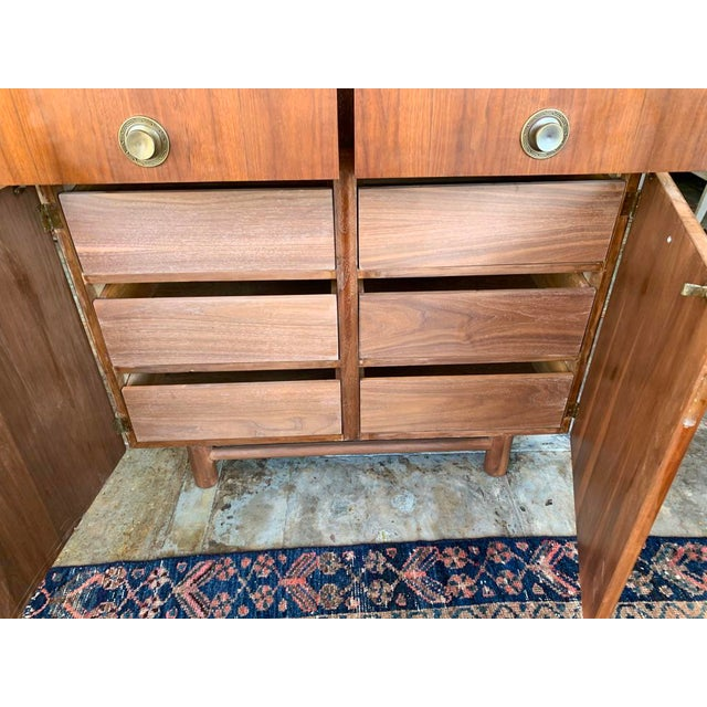 Mid Century Modern American of Martinsville Highboy For Sale In Los Angeles - Image 6 of 11