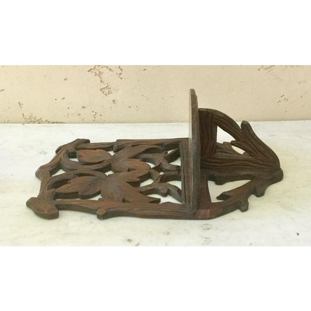 Antique Black Forest leaves pine wood wall bracket, circa 1900.