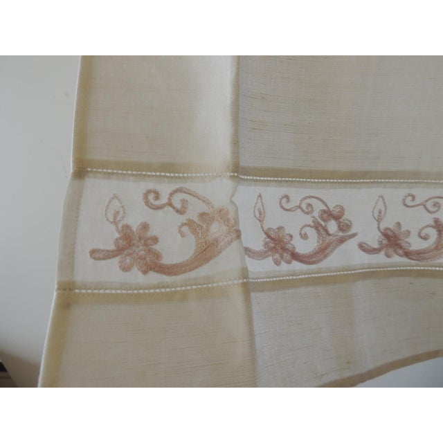 Vintage Pink and White Embroidered Bathroom Guest Towel For Sale - Image 4 of 5