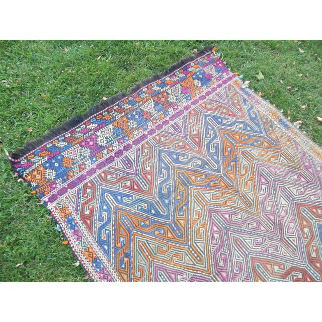 1970s Handwoven Turkish Kilim Rug Pastel Colors Area Rug Petite Braided Kilim - 4′11″ × 9′4″ For Sale - Image 5 of 12