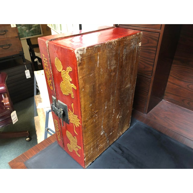 Red Late 19th Century Antique Chinese Lacquered Coffee Box For Sale - Image 8 of 10