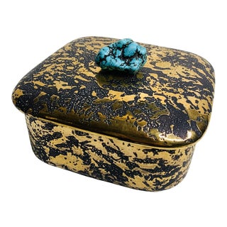 Mid-Century Couture Turquoise Nugget 22k Weeping Gold Ceramic Box For Sale