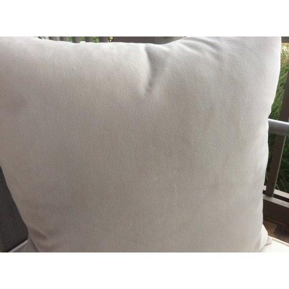 """William Morris William Morris """"Brer Rabbit"""" in Indigo & Off-White Pillows - a Pair For Sale - Image 4 of 6"""