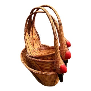 Vintage Swan Nesting Baskets - Set of 3 For Sale
