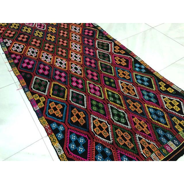 1960s Vintage Naturel Wool Turkish Kilim Rug- 3′10″ × 9′8″ For Sale - Image 9 of 11