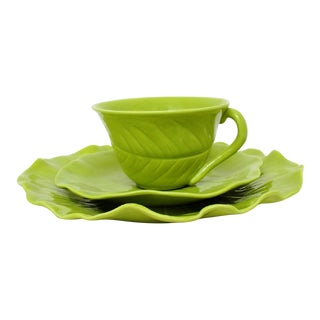 Chartreuse Porcelain Tea Service, 22 Pieces