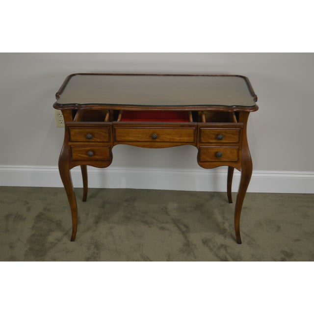 French Louis XV Style Vintage Walnut Small Writing Desk or Vanity For Sale In Philadelphia - Image 6 of 13