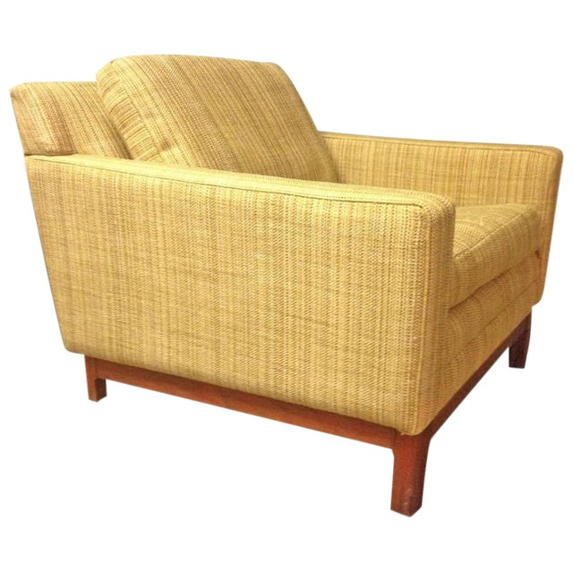 Jens Risom Lounge Chair with Solid Walnut Base For Sale