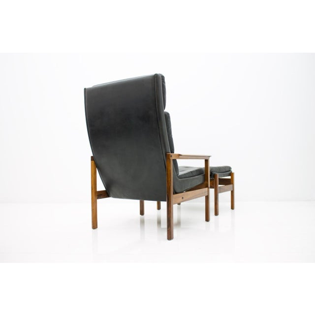 1960s Scandinavian Lounge Chair With Stool in Rosewood and Black Leather, 1960s For Sale - Image 5 of 9