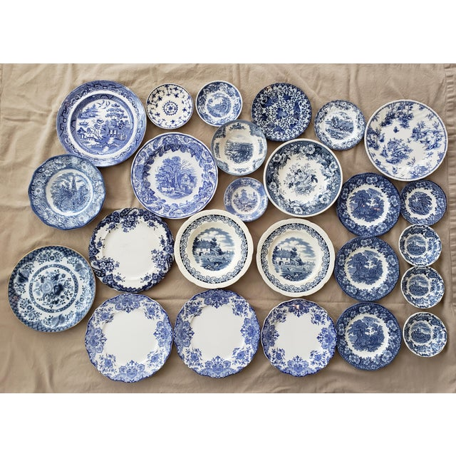 Up for sale is a mix of 25 pieces of assorted blue and white china.The plates are a mix of different brands