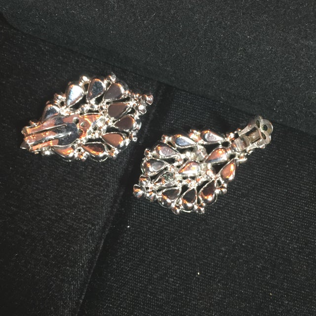 Massive Elsa Schiaparelli Crystal & Rhodium Orchid Brooch & Earrings, 1950s For Sale - Image 10 of 13
