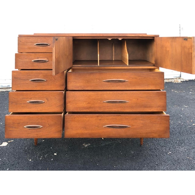 Brown Mid Century Broyhill Sculptra Magna Chest For Sale - Image 8 of 13