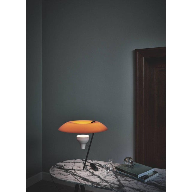 Gino Sarfatti Model #548 Table Lamp in Gray and Burnished Brass For Sale In Los Angeles - Image 6 of 12