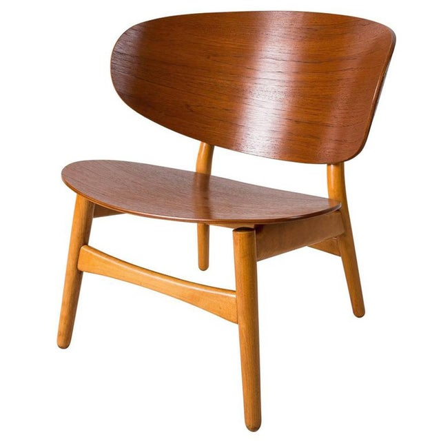 Fritz Hansen Pair of Shell Lounge Chairs by Hans Wegner For Sale - Image 4 of 5