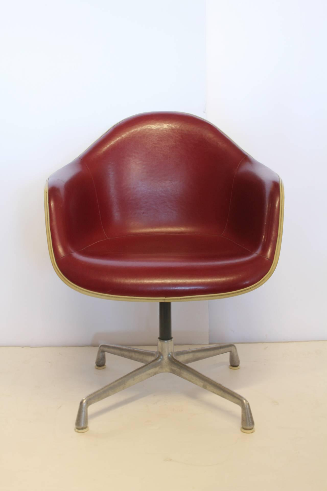 Merveilleux Charles Eames Swivel Bucket Chair For Herman Miller   Image 2 Of 2