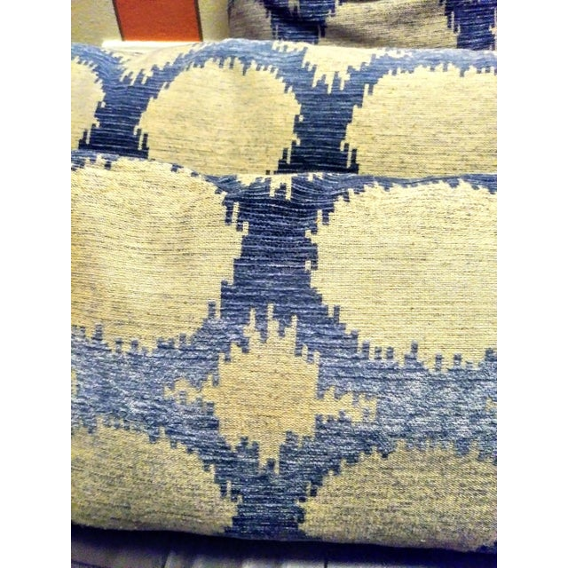 Set of 4 down filled throw pillows. You will get 2 square and 2 rectangular pillows. They are have an ombre look to the...