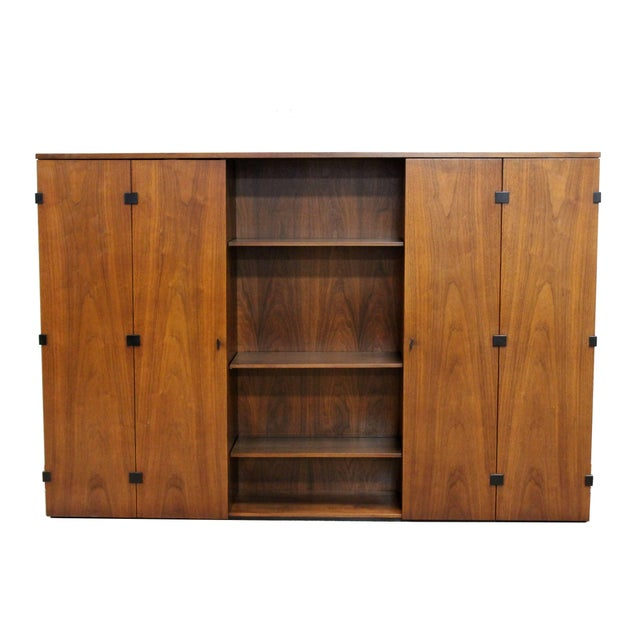 Brown Mid-Century Modern Merton Gershun for Dillingham Walnut Credenza and Hutch, 60's For Sale - Image 8 of 10