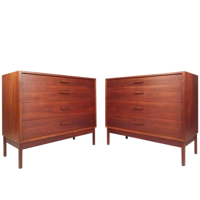 Jens Risom Style Mid-Century Chest of Drawers For Sale