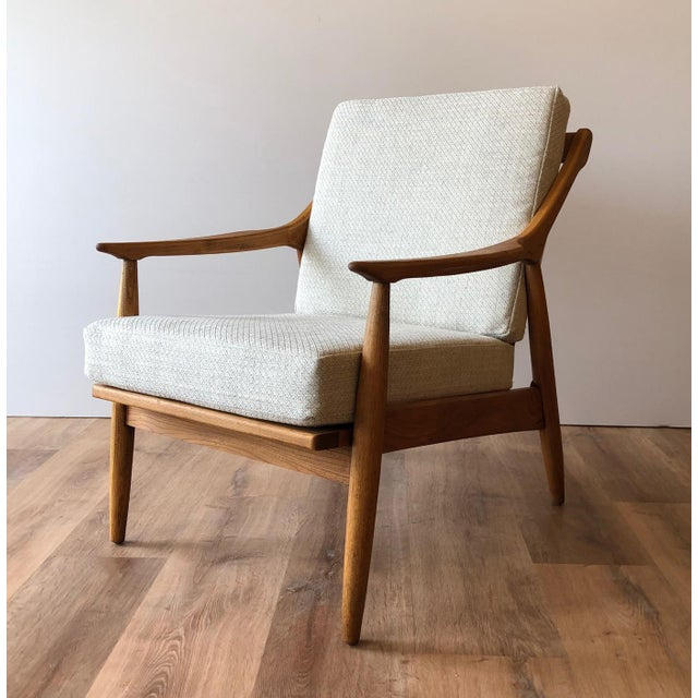 Mid-Century Modern 1960s Newly-Upholstered Mid-Century Modern Arm Chair by Paoli For Sale - Image 3 of 3